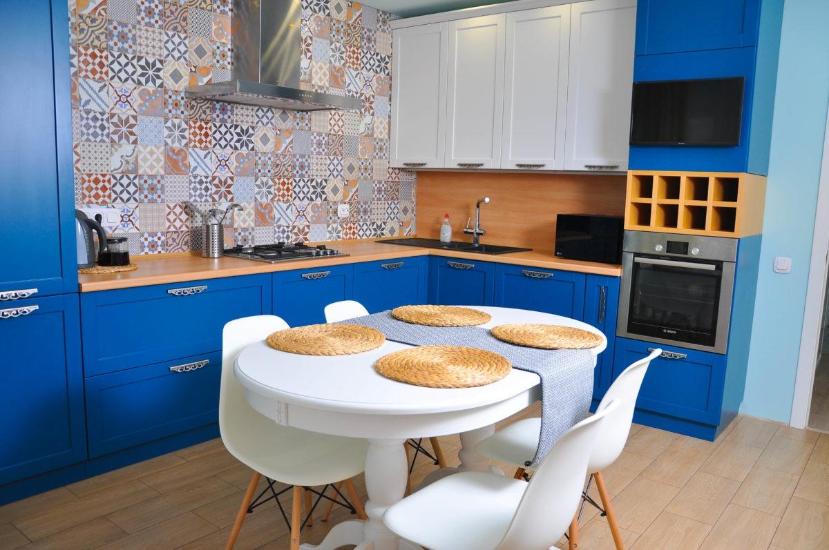 Угловая кухня на заказ цена в Астрахани
