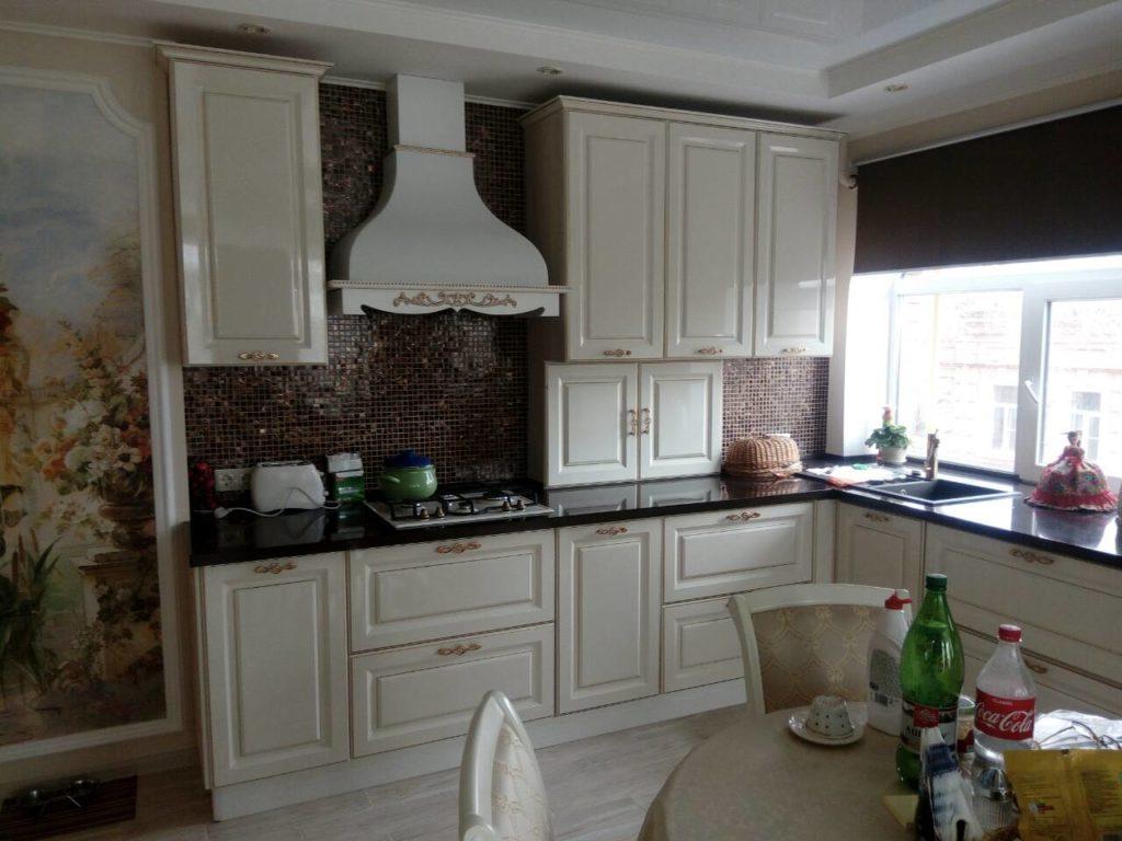 Кухня классика белая с золотой патиной цена в Астрахани