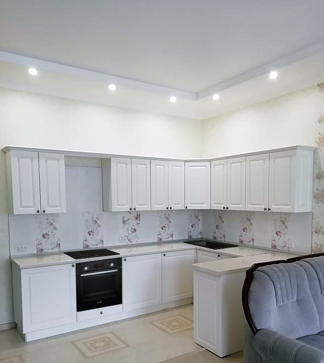 белая п образная кухня