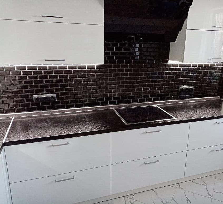 белый глянцевый кухонный гарнитур