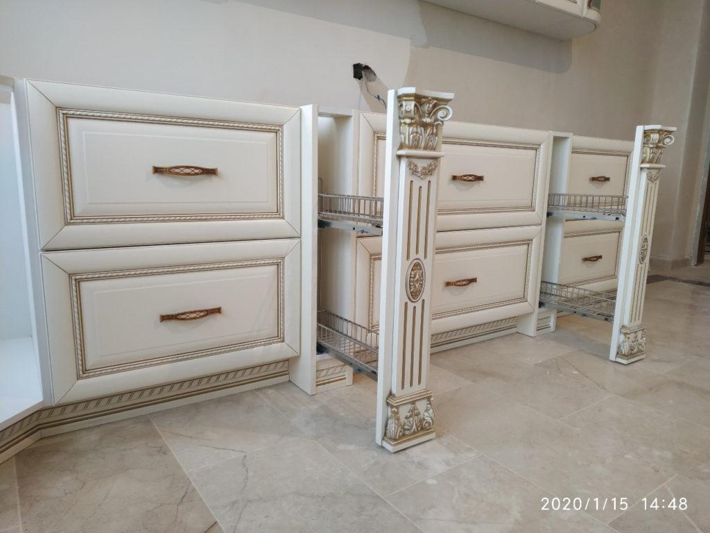 кухня классика белая с золотой патиной
