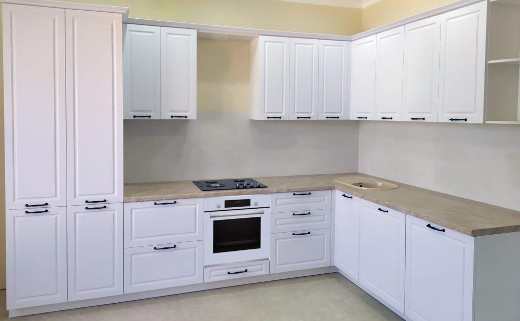 кухня светло кремовая