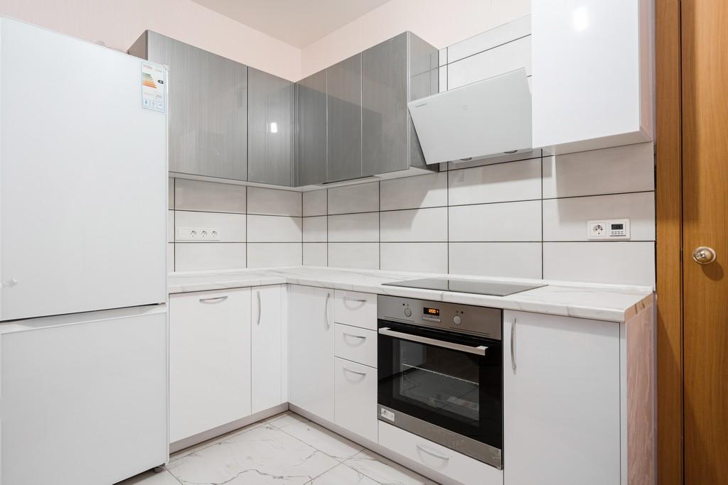 кухонный гарнитур белый угловой