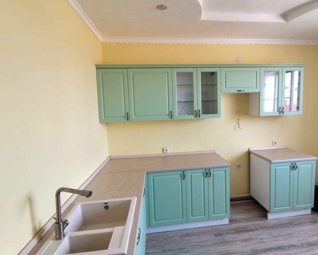 кухонный гарнитур мятного цвета