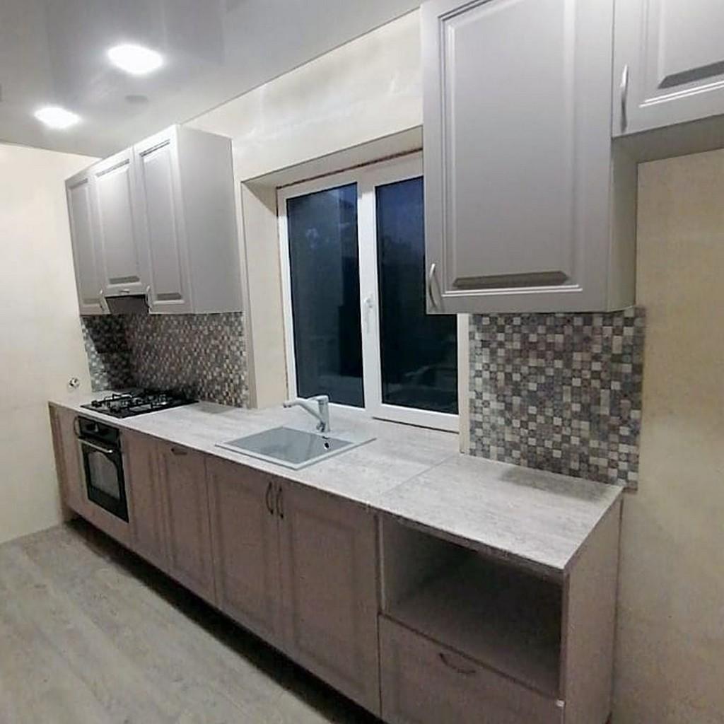 кухонный гарнитур с островом для загородного дома