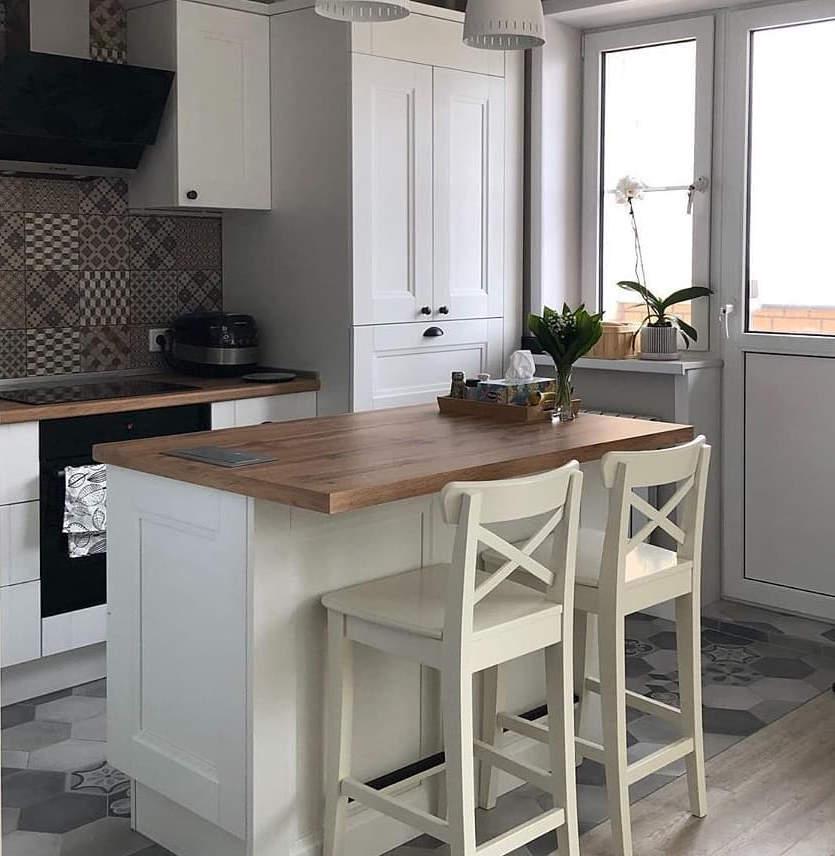 маленькая кухня с островом