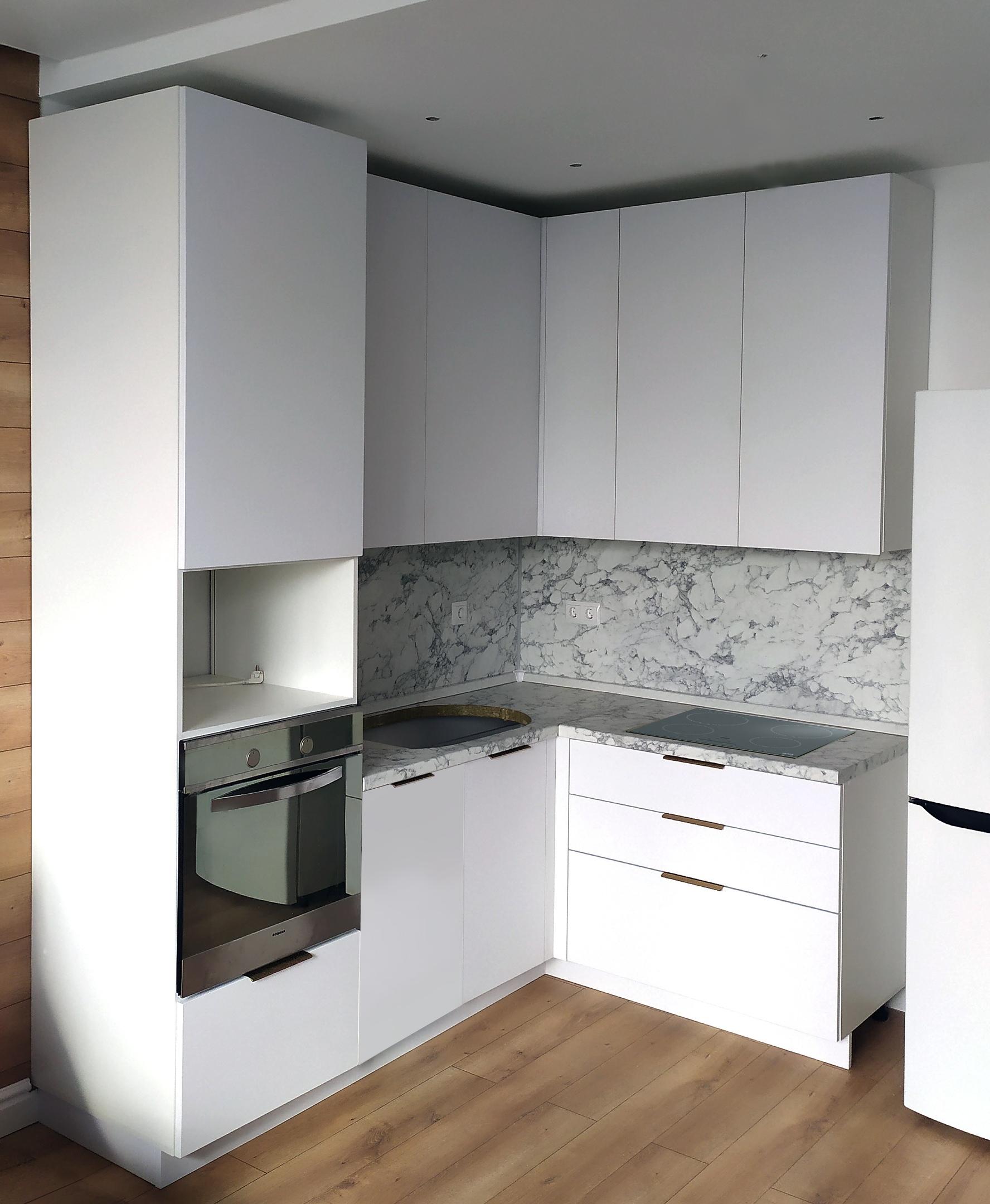 маленький угловой кухонный гарнитур