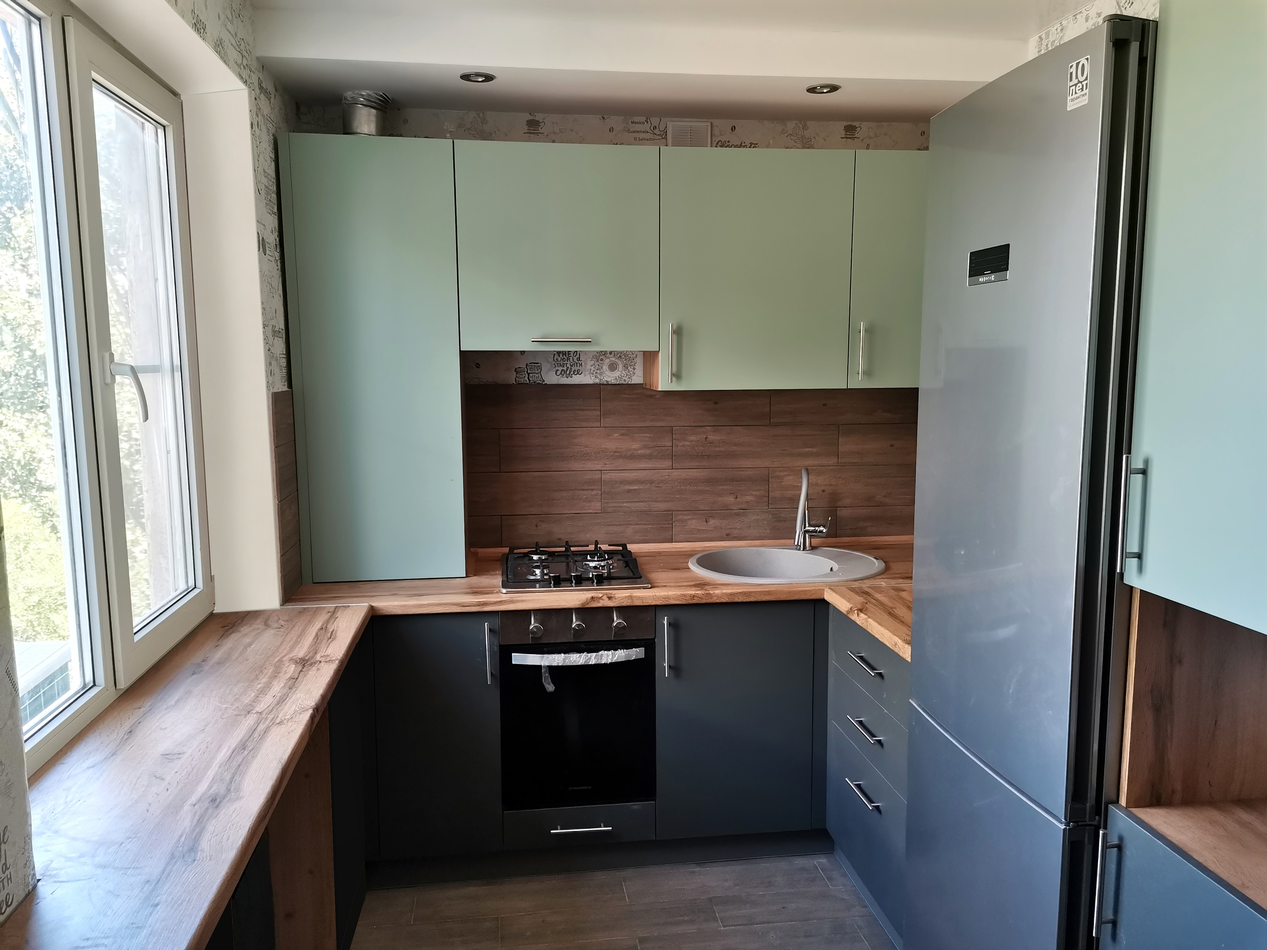 мятный кухонный гарнитур