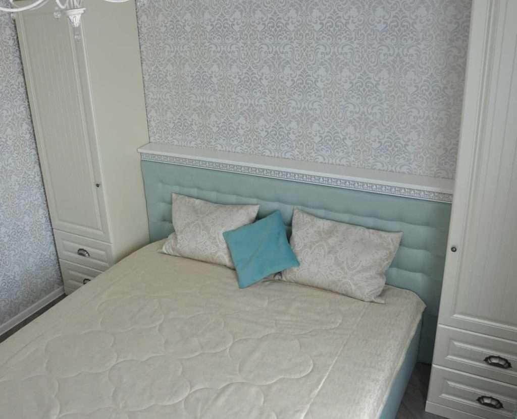 спальный гарнитур с пеналами для вещей